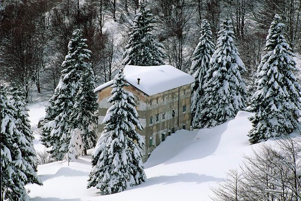 Rifugio casari nei pressi dei piani di artavaggio alpi for Nei piani domestici di terra