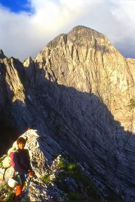 Paola .... e parete nord del Pizzo d'Uccello. 14-06.1998