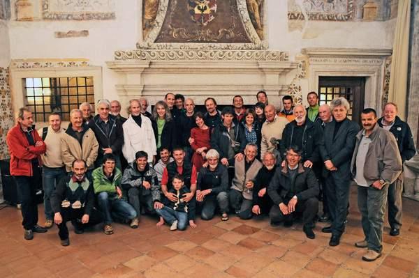 Brindisi con gli alpinisti a palazzo Roccabruna, Trento, 31-03-2010, Alpinisti per la Sud della Marmolada. In piedi, da sinistra a destra: