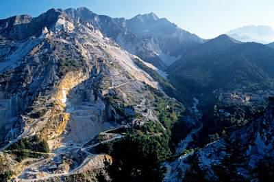Colonnata  e le cave di marmo , Alpi Apuane