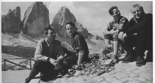 Joerg Lehne, Dieter Hasse, Lothar Brandler e Sigi Loew al rif. Lavaredo dopo la loro 1a asc della Diretta alla Nord della Cima Grande di Lavaredo