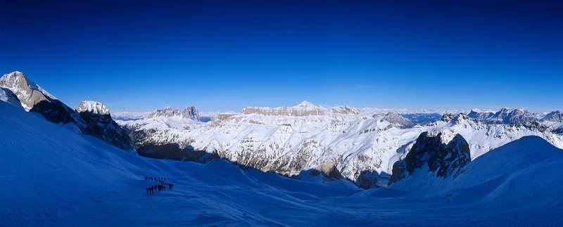 Salita alla vetta della Marmolada di Rocca con panorama su Sassolungo e Sella (manifestazione Mountain Wilderness)