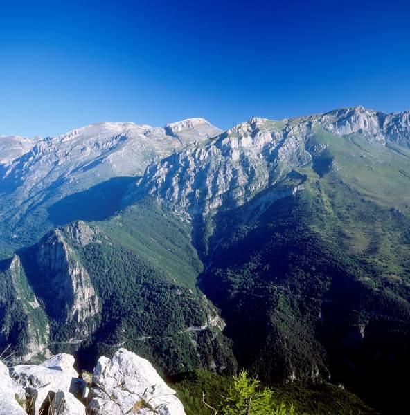 Alpi Liguri, panorama dalla Cima di Piano Cavallo: da sinistra a destra,  Marguareis, Cima Pian Ballaur, Cima delle Saline, Rocce di Manco, Cima delle Colme/Monte Mongioie.