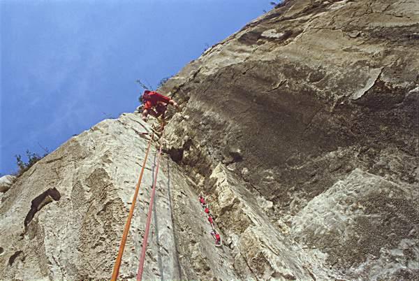 Grigna, A. Anghileri su Pilastro Rosso (Panzeri-Riva), Bastionata del Lago , (13.10.1984)