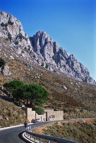 M. Albo versante occidentale, la Quota 1006 m, con i tre pilastri della parete nord-ovest