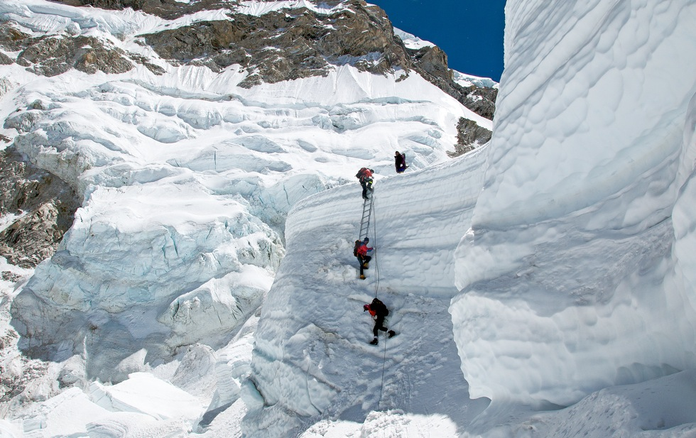 Pinelli-Last-ladder-of-the-Khumbu-icefall-1