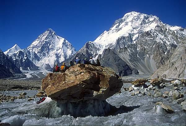 Baltoro, ghiacciaio Vignes con K2 e Broad Peak