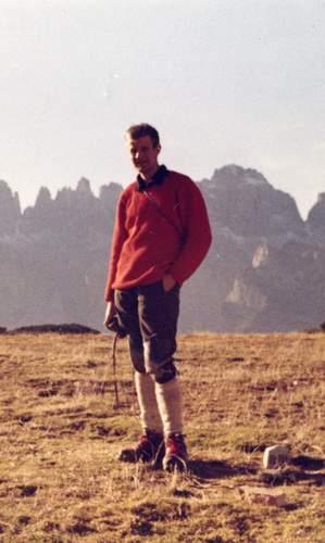 150 01 protagonisti_Steinkoetter sulla cima della Paganella, alle spalle il Brenta