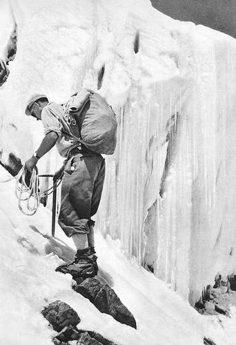 Maurice Herzog a 5400 m sull'Annapurna, 1950