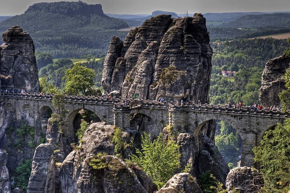 Sassonia-die-basteibruecke-im-elbsandsteingebirge-2-96809183-67e0-4b23-98ef-059ac1fa4c10