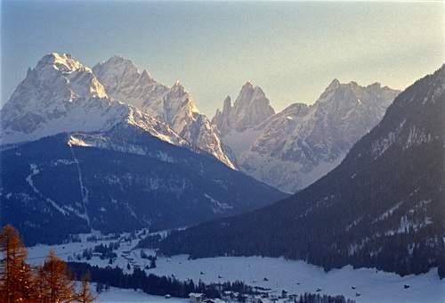 Visione invernale da Sesto Pusteria su Croda Rossa di Sesto, Cima Undici, Croda dei Toni e Cima Una (che incoronano la Val Fiscalina)