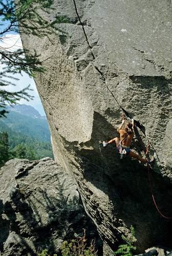 Patrick Edlinger su Fissure du Panetton, Valle dell'Orco (1982) Parco Nazionale del Gran Paradiso