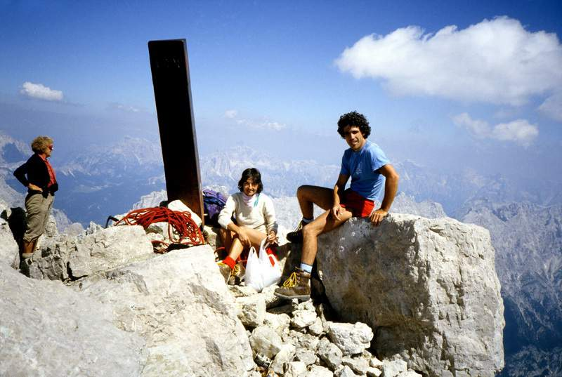 O. Antonioli e A. Gogna in vetta all'Antelao (BL).14.08.1985