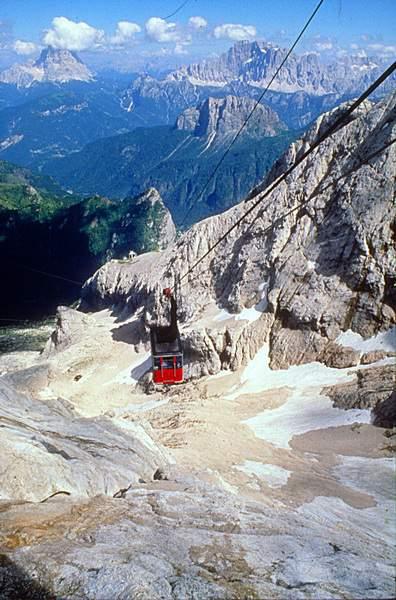 Marmolada, vallone d'Antermoia, dalla seconda stazione della funivia