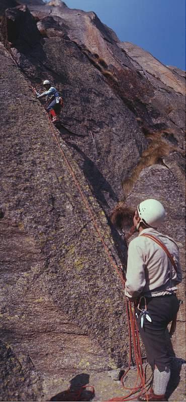 Scoglio di Mroz, via Machetto, 1a ascensione, Machetto assicura Rava