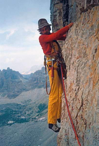 Heinz Mariacher sulla via Cassin, parete nord della Cima Ovest di Lavaredo, 1978. Foto di Almo Giambisi