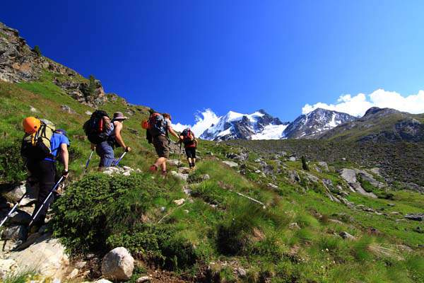 Turisti-Vuoti-06 escursionisti_sentiero_rifugio_tschierva_chamanna