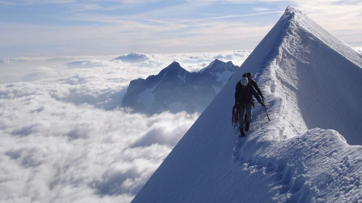 AlpinismoNONGuide-montagna_con_neve_alpinista