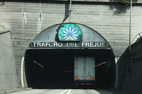 Canna-bis-traforo-del-Frejus-600x400