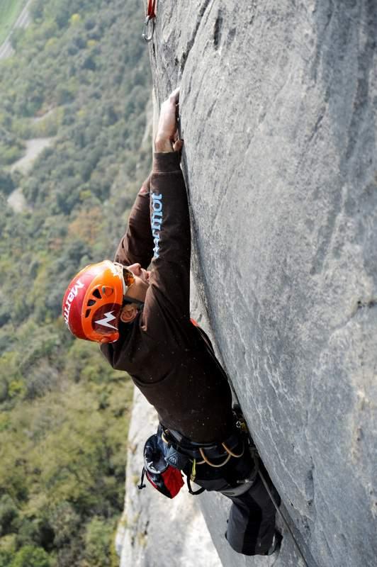Monte Cimo, Testa o Croce, 4° tiro, 8a+ (foto di Paola Finali)