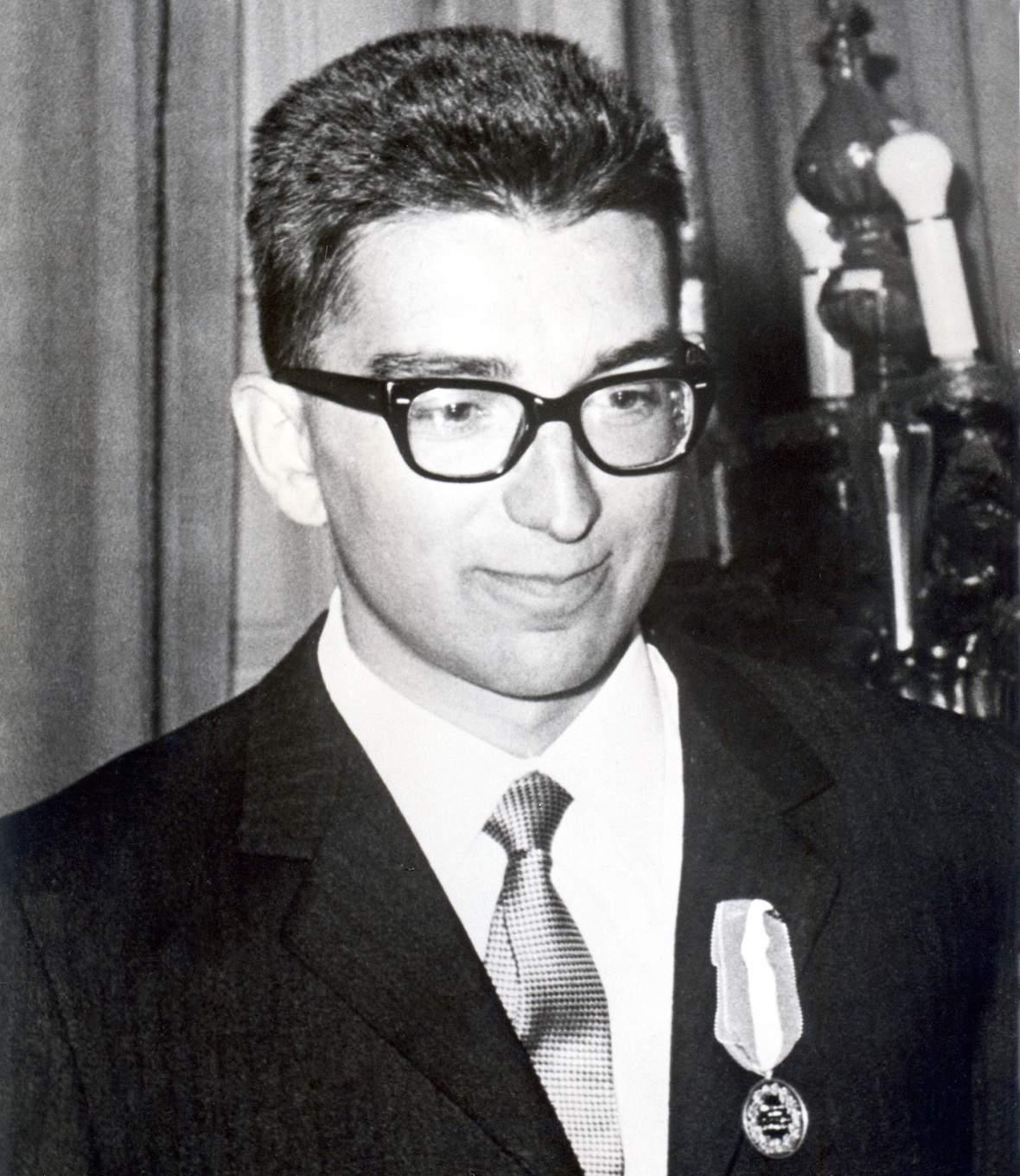 Gianni Ribaldone alla consegna della Medaglia d'Oro al Valor Civile, maggio 1966
