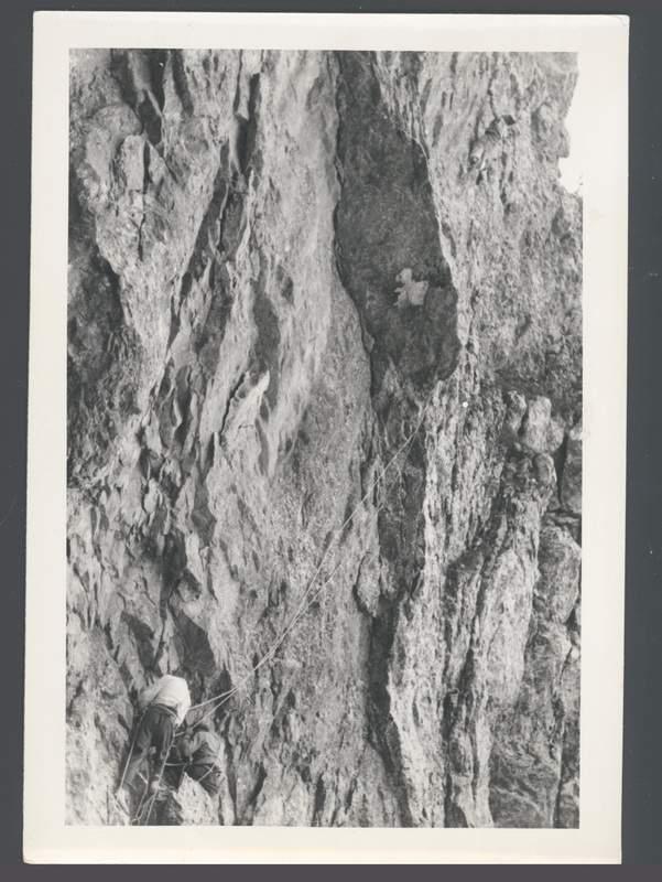 Ercole Ruchin Esposito sulla via Faè alla Torre Lancia, in Grignetta, 1942. Archivio Emilio Galli