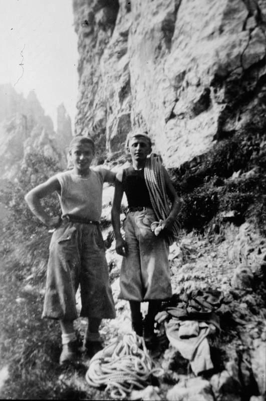 Anni '30 - Gentile Butta e Ercole Ruchin Esposito: malgrado la corporatura minuta, ben evidente nella foto, una grande cordata. Archivio Emilio Galli