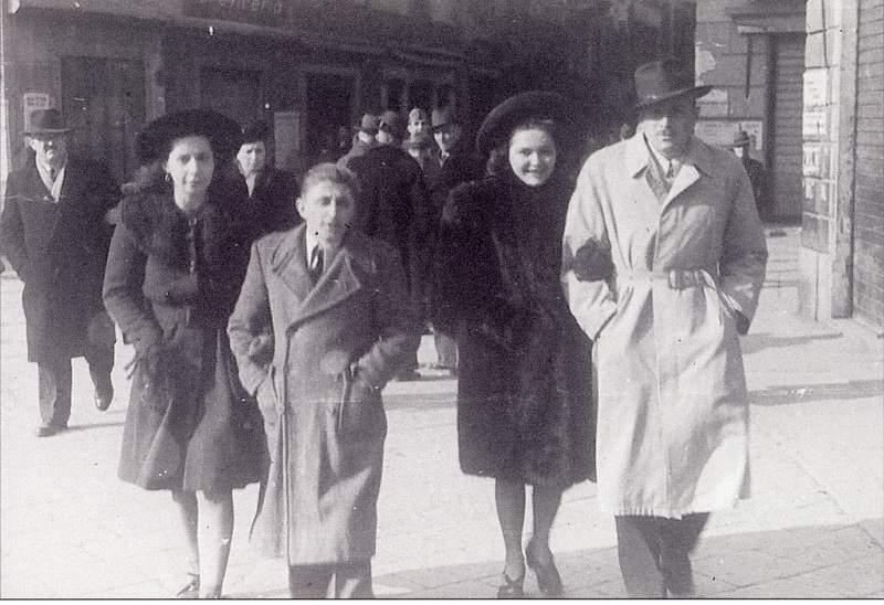 Anni '40 - Ruchin a spasso per Lecco con la fidanzata Eva, Emilio Galli e la futura moglie Adalgisa