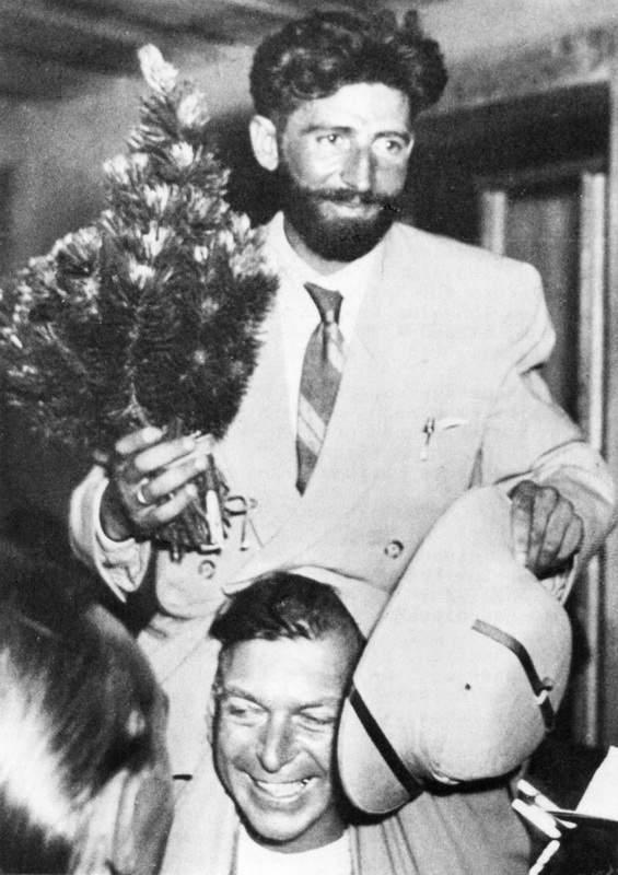 Buhl festeggiato al ritorno in Europa, 1953, dopo la conquista del Nanga Parbat