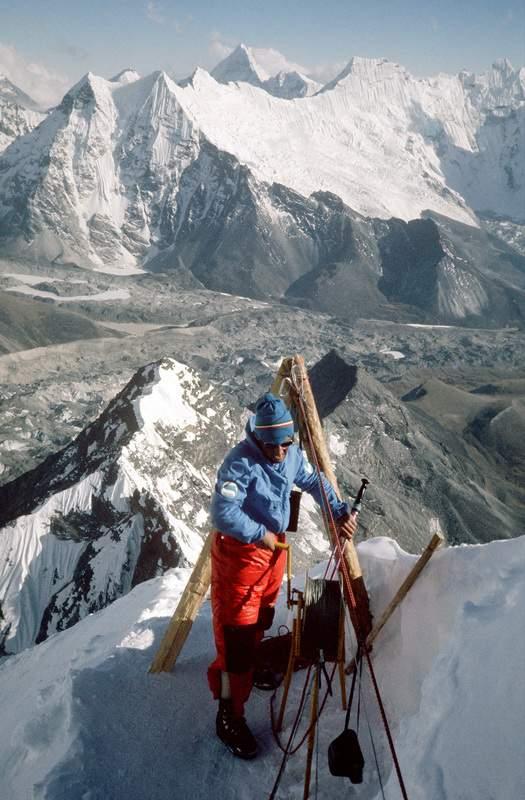 Lhotse (Nepal), parete sud, 1975 sped. naz. CAI, Aldo Leviti alla teleferica del campo 1 bis