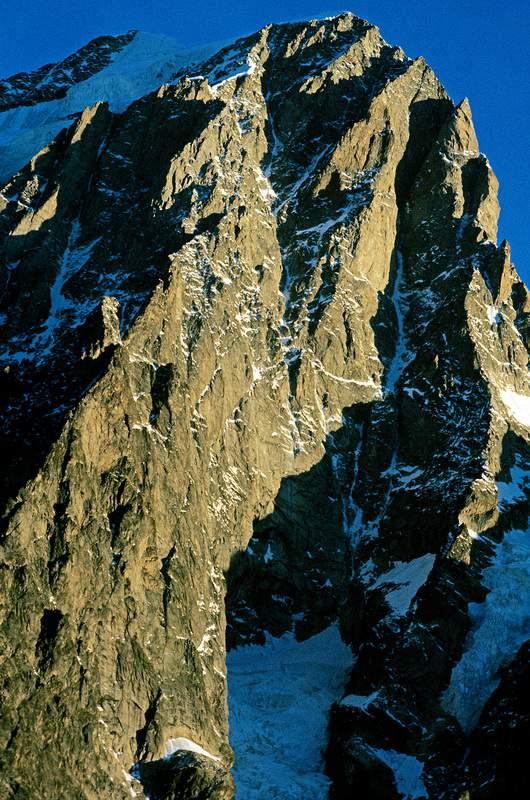 Grandes Jorasses, i 1400 m della parete sud, racchiusa tra CResta di Pra SEc e Cresta di Tronchey