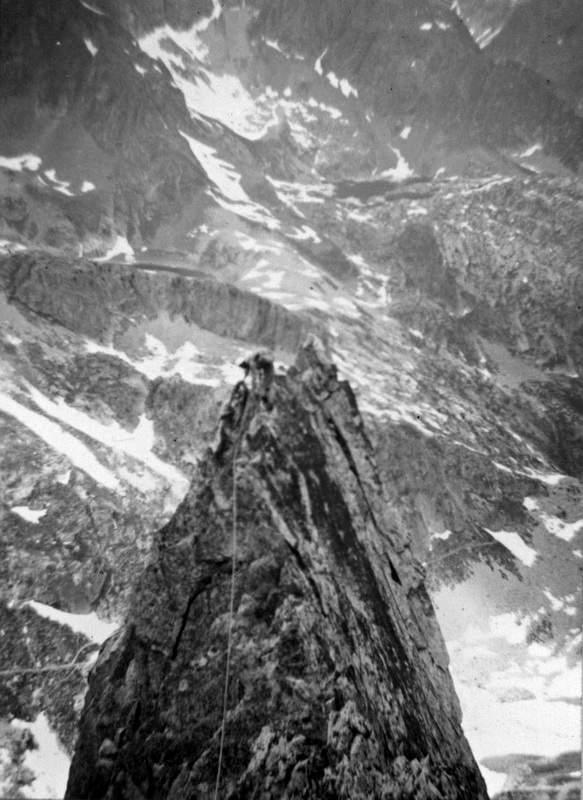 Gianni Calcagno sulla cresta finale del IV Torrione di Tablasses, 20 giugno 1965, 1a asc del crestone NW della Testa di Tablasses