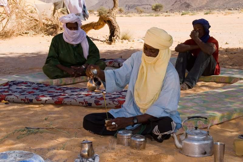 Niger, Air, Arakao, preparazione del té e del pane