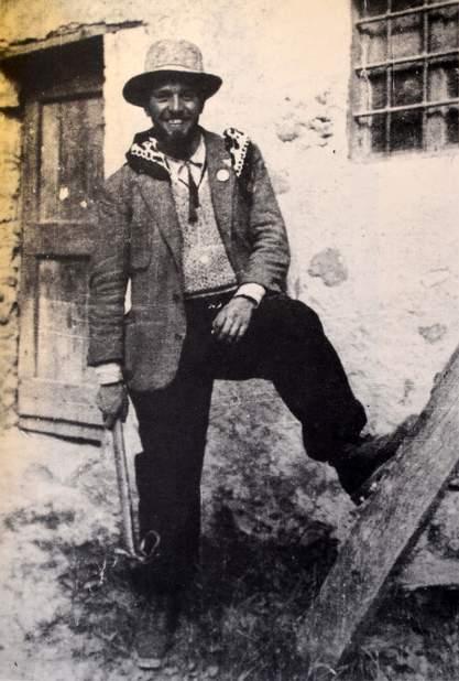 Ritratto di Amilcare Crétier (1909-1933). Il grande alpinista valdostano di Verrès fu il primo a tentare la parete sud del Cervino (da solo), in seguito riuscì a compiere una parziale salita della parete ovest (con Leonardo Pession), tra il 24 e 25