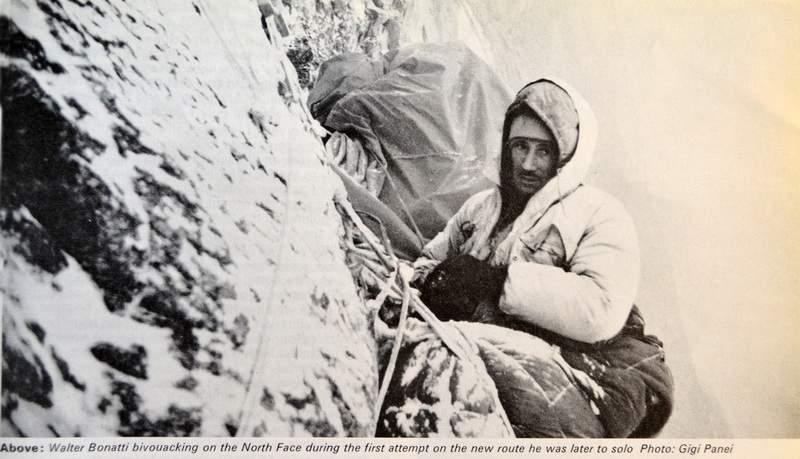Walter Bonatti fotografato da Gigi Panei durante un bivacco nel tentativo da loro condotto assieme ad Alberto Tassotti, dal 10 al 13 febbraio 1965. Bonatti salirà poi la parete da solo una settimana dopo. ARCHIVIO IN ROSSO.  Walter Bonatti fotografa