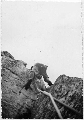 Alessandro Gogna sulla 1a asc. della parete nord della VI Guglia di Lac Negré