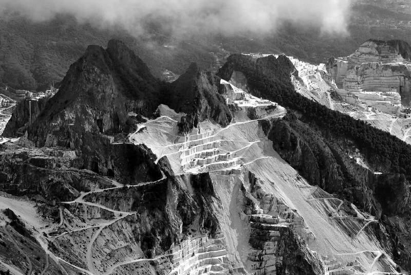 DirittiRocce-panzini-6-alpi-apuane-cave-di-marmo--1