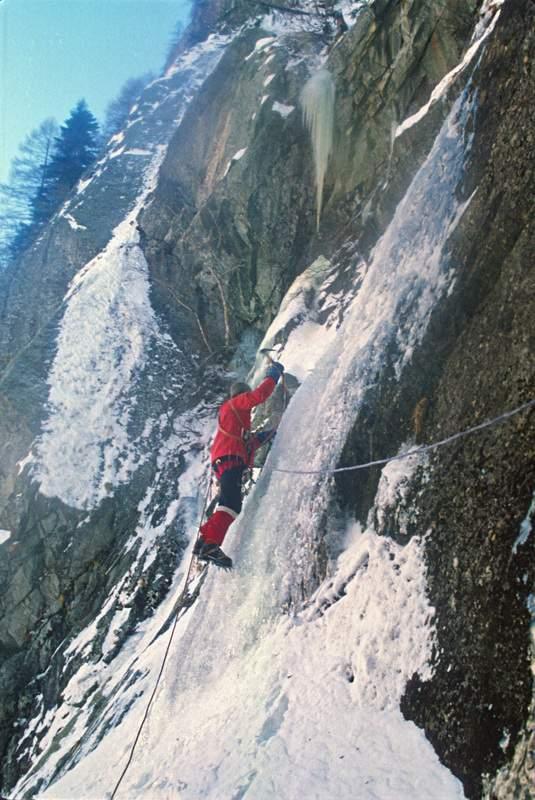 """Val di Mello, Alpi Retiche, cascata di ghiaccio """"Durango"""" (Val Temola), 1a asc., 11.1.1980. Giuseppe Miotti"""