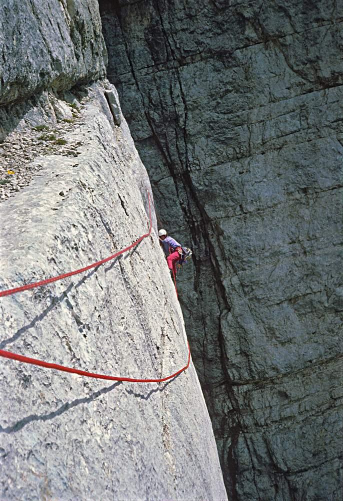 Luca Santini sulla via Messner al Pilastro di Mezzo del Sass dla Crusc. 26.07. 1983