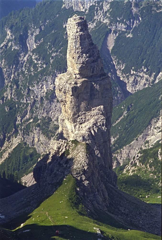 Da Forcella Montanaia su Campanile di Montanaia (Dolomiti d'Oltrepiave, PN).