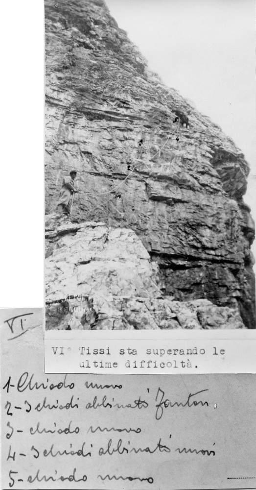Nella foto della salita di Attilio Tissi, i tre chiodi Fanton sono segnati erroneamente e cioè con l'identico errore di Casara sullo schizzo della Guida Berti.