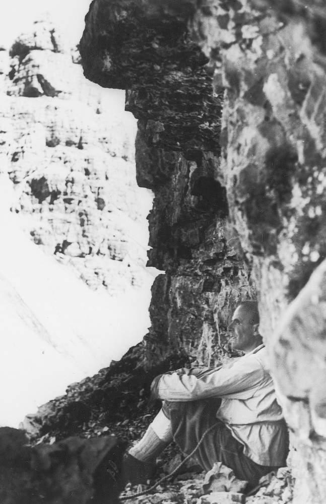 Casara rivive nel luglio 1938 le sensazioni del suo bivacco sul Ballatoio del Campanile di Val Montanaia. Foto: Emilio Comici.