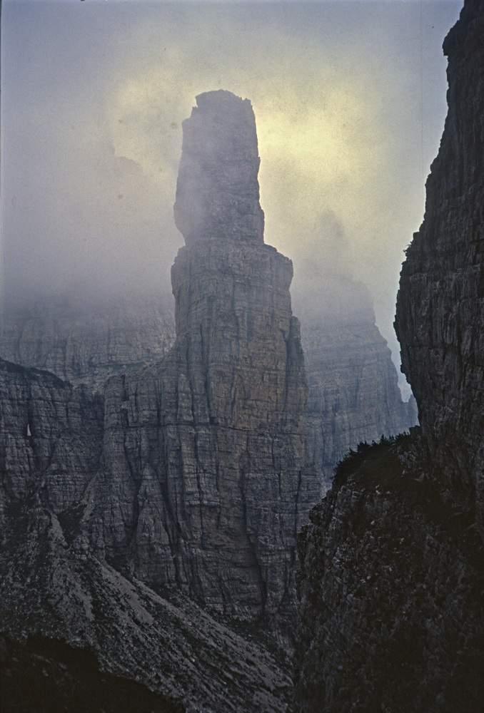 Campanile di Montanaia (parete ovest) visto salendo a Forcella Segnata, (Dolomiti d'Oltrepiave, PN. 5.08.1985