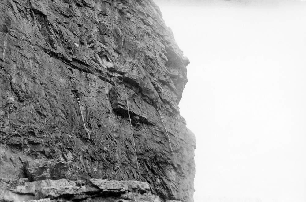 Foto eseguita il 16 luglio 1950 dove si vede il tratto roccioso degli Strapiombi Nord ancora inalterato.