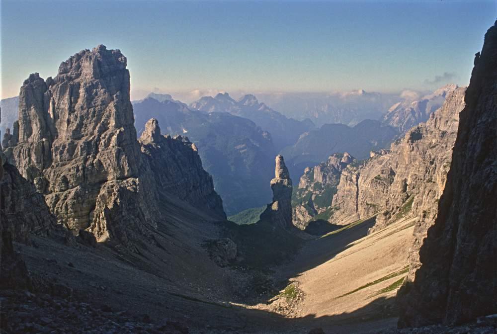 Da Forcella Montanaia su Croda Cimoliana e Campanile di Montanaia (Dolomiti d'Oltrepiave, PN).