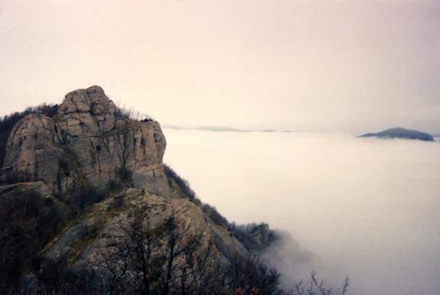 AppenninoSueGiu-001 - Carrega del Diavolo e mare di nebbia