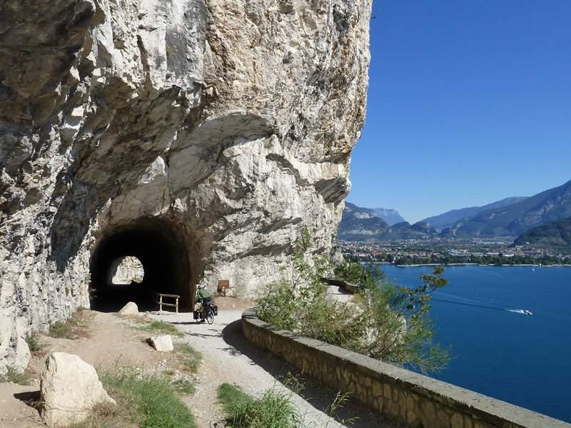 NuovePiste-1318542200_D-8069-tunnel-strada-del-ponale-gardasee