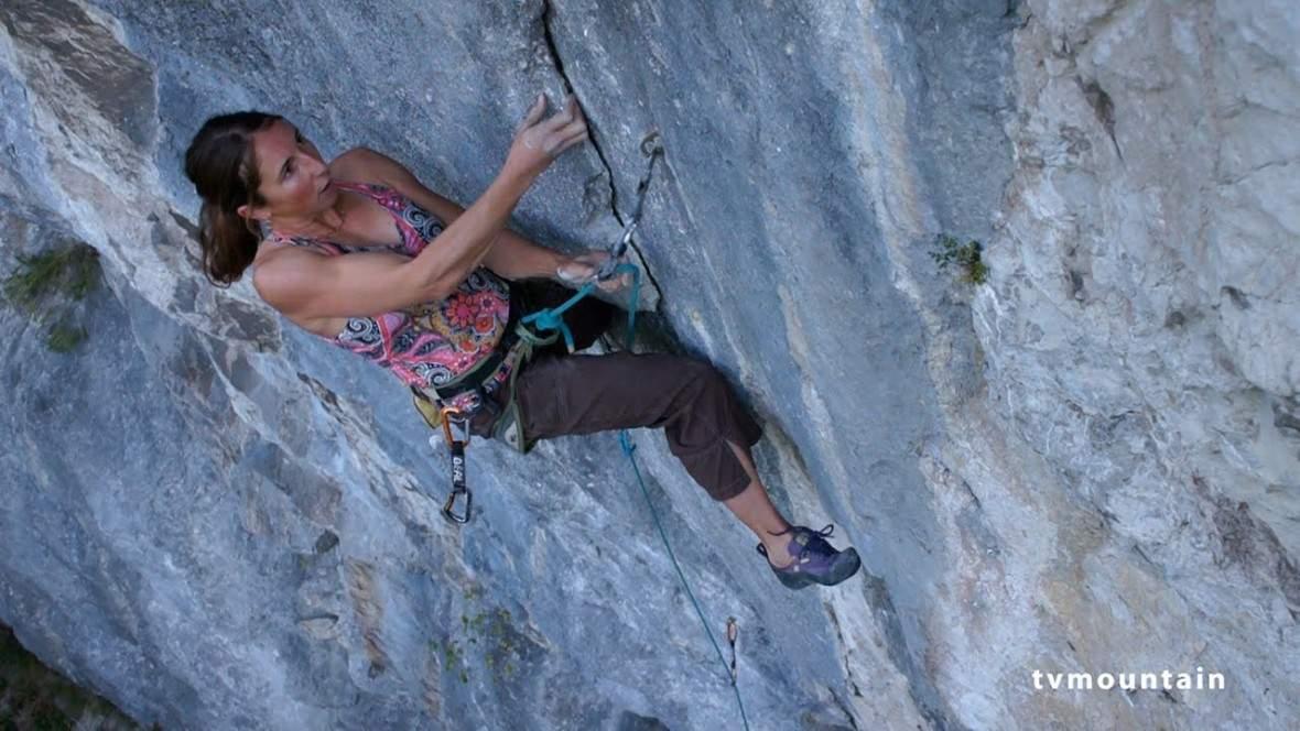 ClimbingGirls18-MartinaCufar.Rêve de larve 8b le Suet Haute Savoie-FotoNicolasPotard
