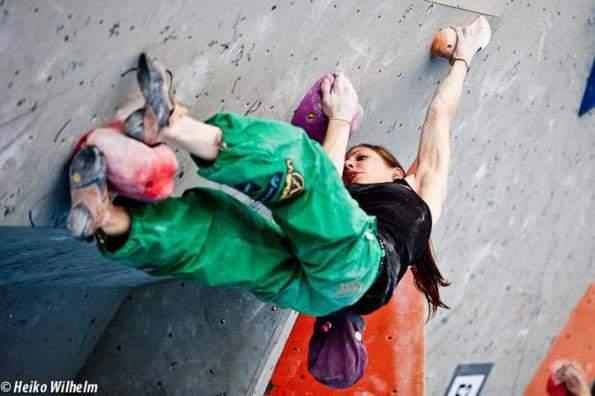 ClimbingGirls-29-mina-markovic-womens-quali-2-innsbruck2012