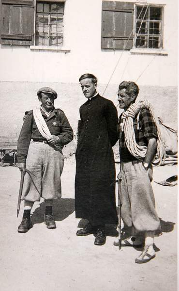 (da libro Carrel, p. 109). Il Picco Muzio è stato scalato per la prima volta solo il 3-4 settembre 1953, ad opera di Carrellino (Luigi Carrel), a sinistra nella foto, di don Luigi Maquignaz e Italo Muzio. Archivi Antonio Carrel, Valtournenche.  (da